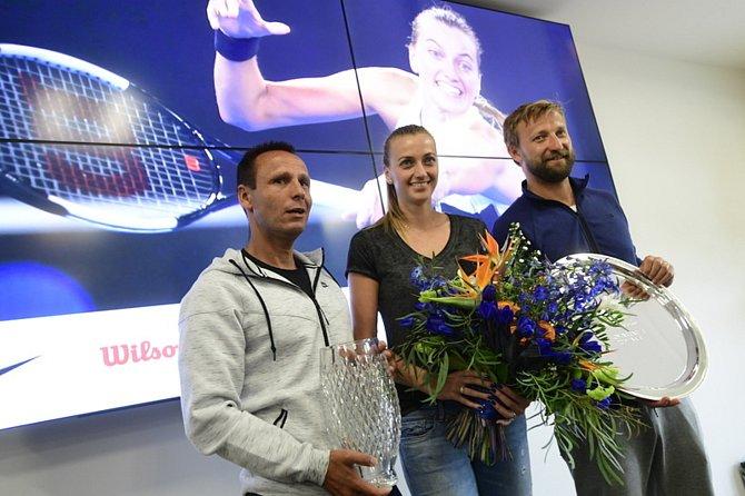 Tenistka Petra Kvitová přiznala, že tvoří pár se svým trenérem Jiřím Vaňkem (vpravo). Na snímku během tiskové konferenci po příletu z Melbourne 28. ledna 2019 v Praze.