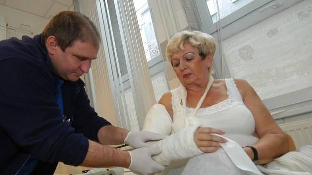 ÚRAZY. Úrazy končetin, které si lidé přivodili na náledí, včera ošetřovali i v Městské nemocnici Ostrava.