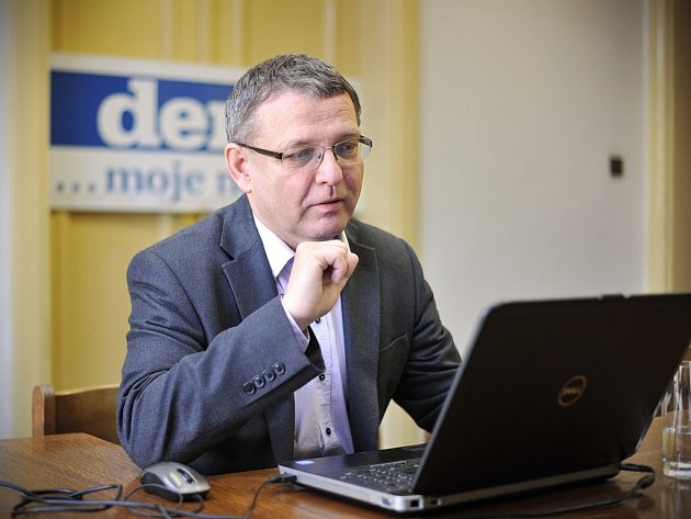 Lubomír Zaorálek v ostravské redakci Deníku