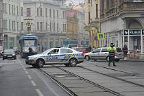 Policisté v pátek v poledne uzavřeli kvůli hrozbě bombou Nádražní ulici v centru Ostravy a odkláněli tramvajovou dopravu.