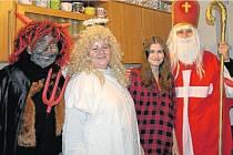 Anděl v mikulášské návštěvě z Mobilního hospice Ondrášku u příbuzných nemocného dítěte v Ostravě je právě dobrovolnice Světlana Dřevjaná.
