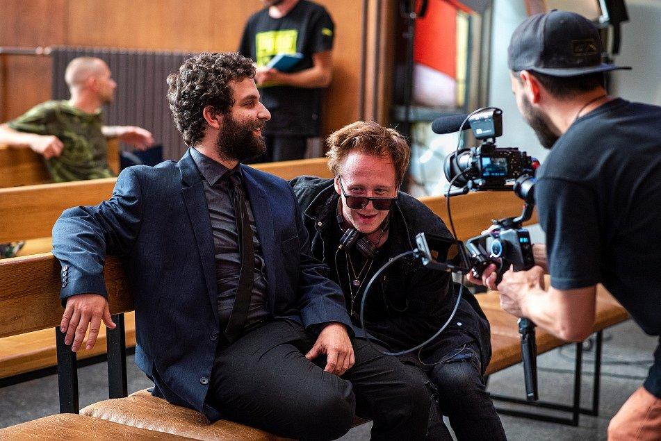 Celovečerní film Volným pádem, který napsal a režíroval herec a umělecký šéf divadla Štěpán Kozub.