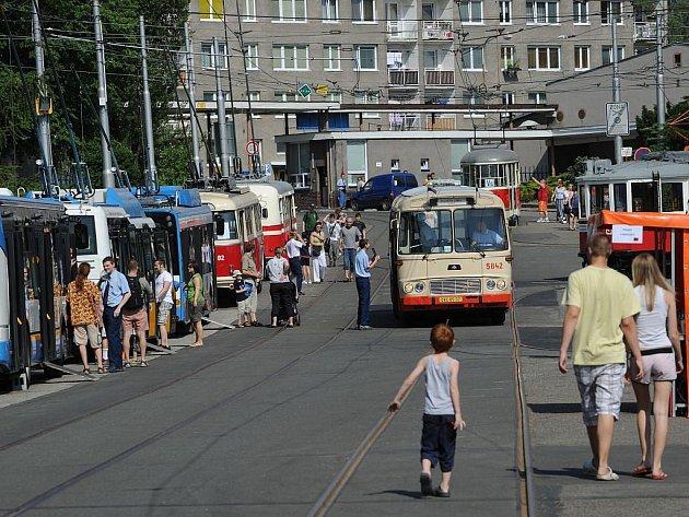 Sobotní Den otevřených dveří Dopravního podniku Ostrava v ústředních dílnách Martinov.