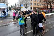 Na křížovou cestu se na Velký pátek vypravili ostravští věřící z kostela v Hrabůvce do kostela v Hrabové.