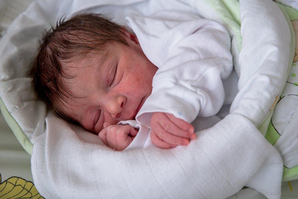 Aurora Pompová, narozena 25. dubna 2021 v Karviné, míra 46 cm, váha 2660 g. Foto: Marek Běhan