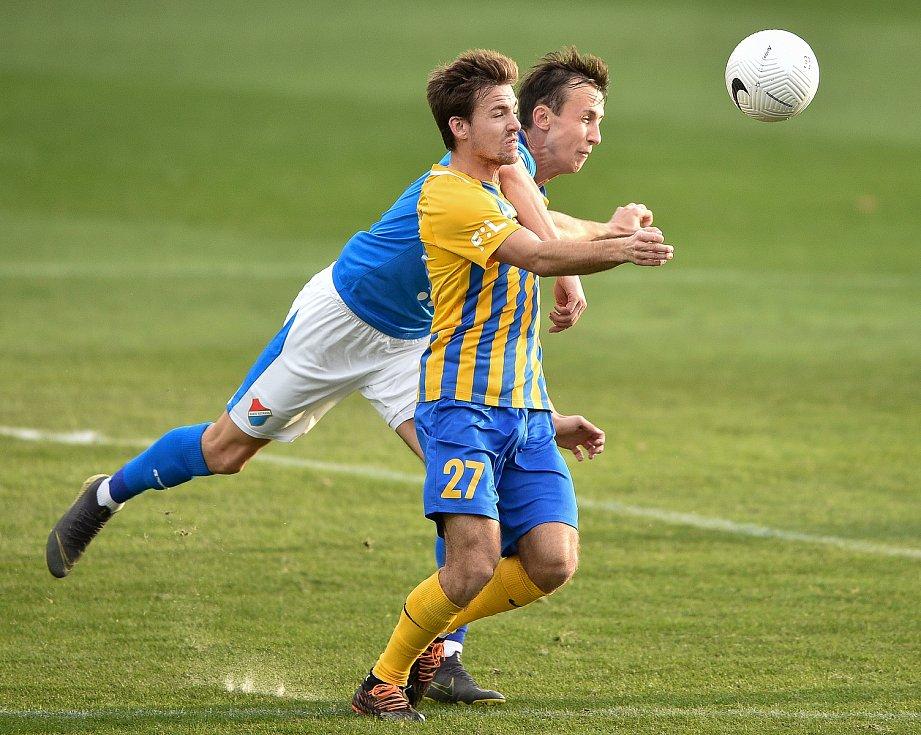 Utkání 10. kola první fotbalové ligy: SFC Opava - FC Baník Ostrava, 5. prosince 2020 v Opavě. (zleva) Daniel Tetour z Ostravy a Matěj Helešic z Opavy.