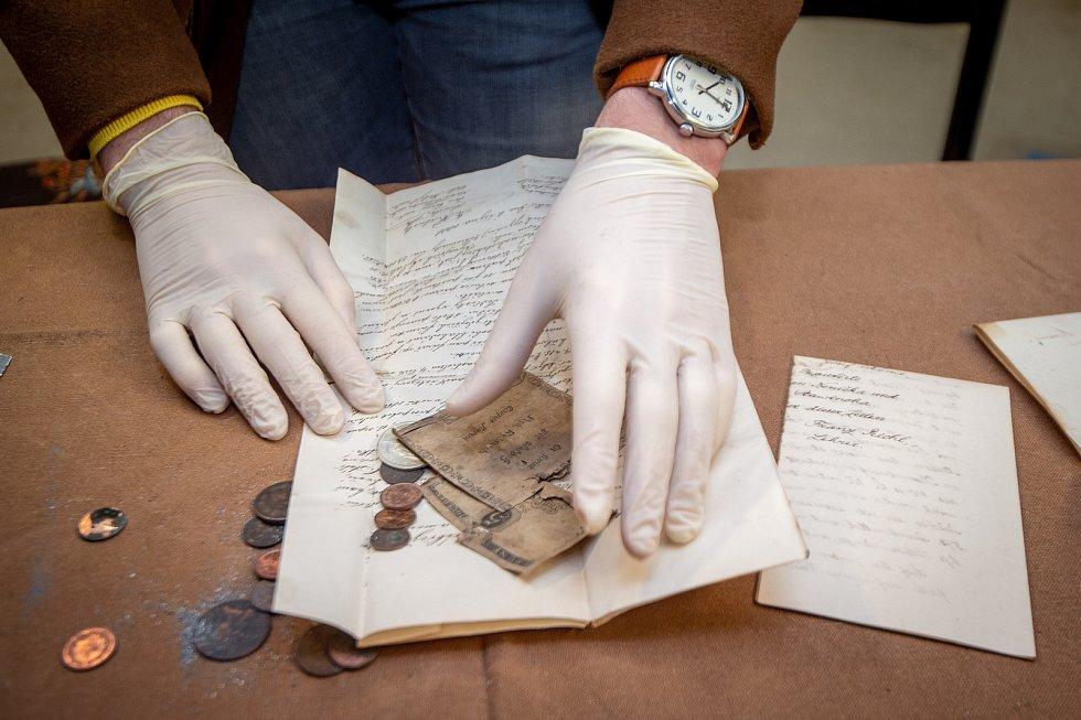 Otevření časové schránky která se našla v kostele Navštívení Panny Marie v Zábřehu, 5. března 2020 v kostele Svatého Ducha v Ostravě.