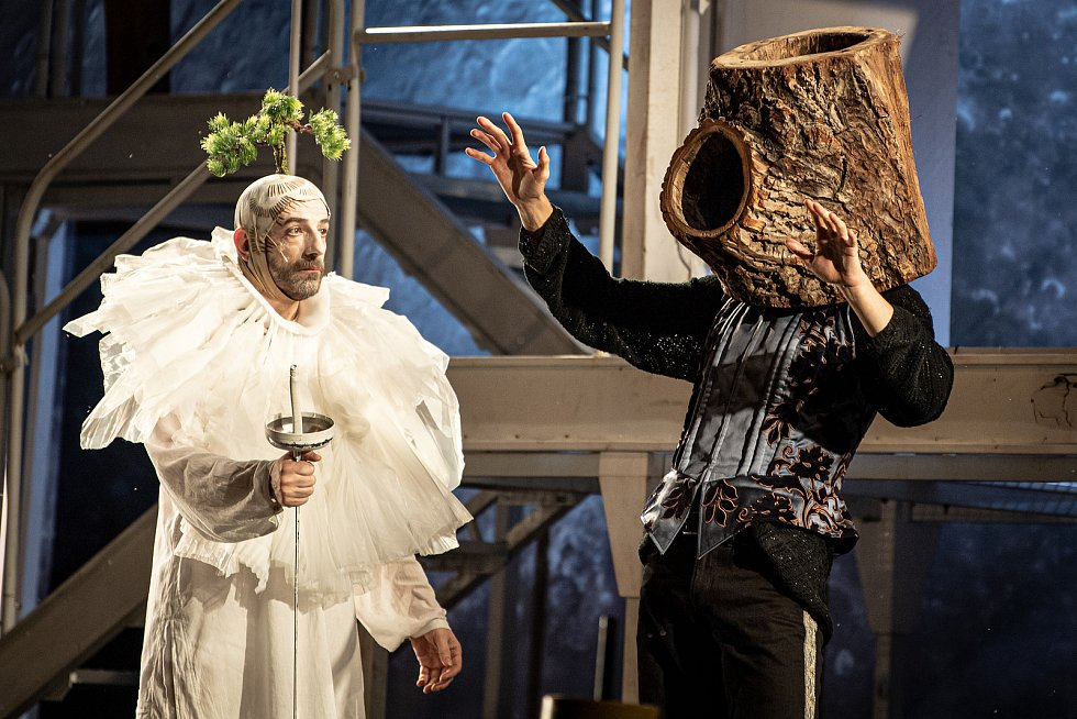 Premiéra komedie Bouře od Williama Shakespeara na Letních shakespearovských slavnostech na Slezskoostravském hradě, 19. července 2021 v Ostravě.