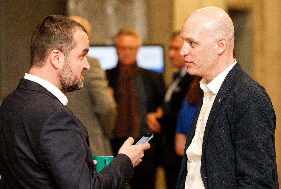 Setkání s hejtmanem Ivo Vondrákem v Ostravě, v multifunkční hale Gong, vlevo Petr Koudela, vpravo Petr Lukasík