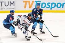 Utkání 17. kola hokejové extraligy: HC Vítkovice Ridera - Rytíři Kladno, 3. listopadu 2019 v Ostravě. Na snímku zleva Antonín Melka, Petr Šidlík, André Lakos.