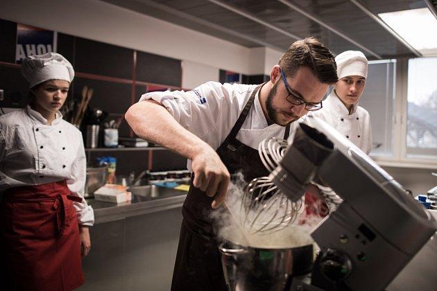 Workshop molekulární kuchyně studentů AHOLu - Střední škole gastronomie, turistiky a lázeňství vOstravě.
