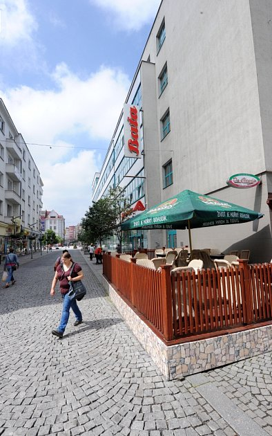 ZOBCHODNÍHO DOMU na Masarykově náměstí by ještě letos mohla vzniknout pivnice.