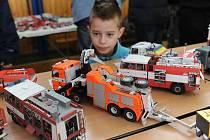 Papír Show 2013 proběhla v sobotu v Základní škole Čkalovova v Ostravě-Porubě. Stovka modelářů zde představila své výrobky.