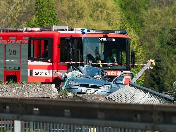 Tři muži utrpěli 5.května zranění při nehodě osobního automobilu Ford Focus vOstravě-Hrabůvce.