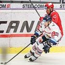 Čtvrtfinále play off hokejové extraligy - 3. zápas: HC Vítkovice Ridera - HC Oceláři Třinec, 24. března 2019 v Ostravě. Na snímku (zleva) Jan Schleiss, Jiří Polanský.