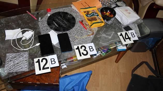 Snímek z policejního zátahu na vařiče pervitinu.