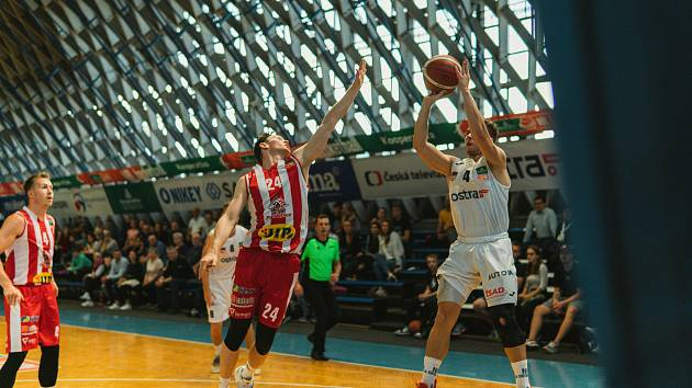 NH Ostrava - BK Pardubice 78:85 (3. kolo ligy, 25. 9. 2021). Do Tatranu dorazilo na domácí premiéru 250 diváků.