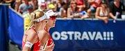 Turnaj Světové série Ostrava Beach Open, 21. června 2018, na snímku vlevo Markéta Sluková, vpravo Barbora Hermanová