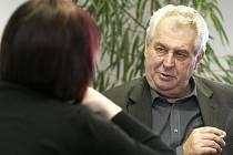 Předseda Strany práv občanů (SPO) a bývalý sociálnědemokratický premiér Miloš Zeman během exkluzivního rozhovoru s redaktorkou Deníku.