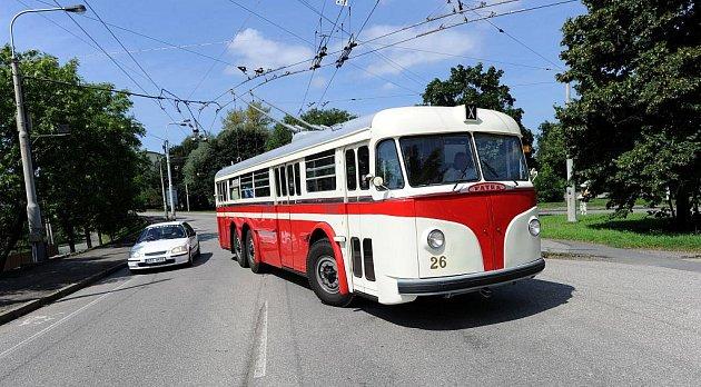 Lidé se mohli ostravskými ulicemi svézt historickým trolejbusem zn. Tatra