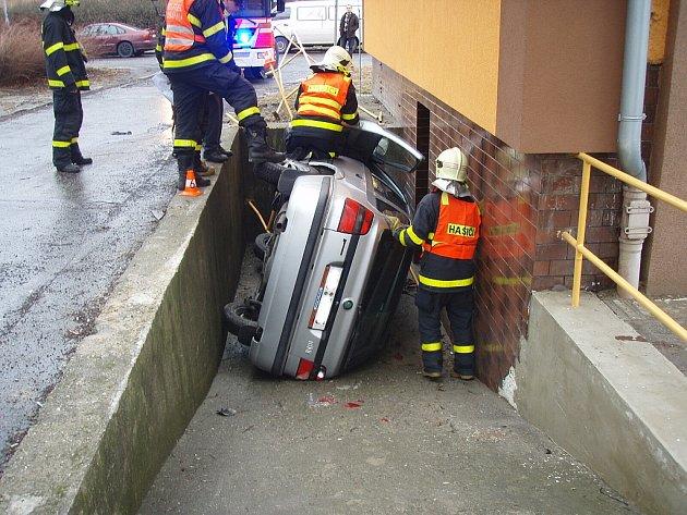 Kuriózní dopravní nehoda se stala ve středu v Ostravě-Hrabůvce.