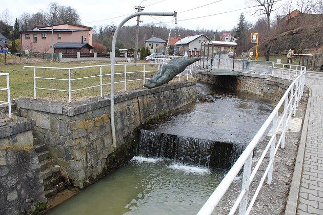 Plesenský potok, jediné místo vOstravě, kde rybáři vysazují pstruhy.