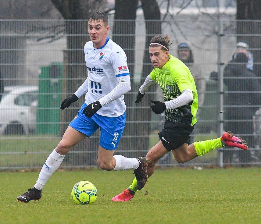 Fotbalisté Baníku Ostrava prohráli přípravné utkání s druholigovým Prostějovem 0:1. (6. ledna 2021, Ostrava). Na snímku vlevo Filip Kaloč.