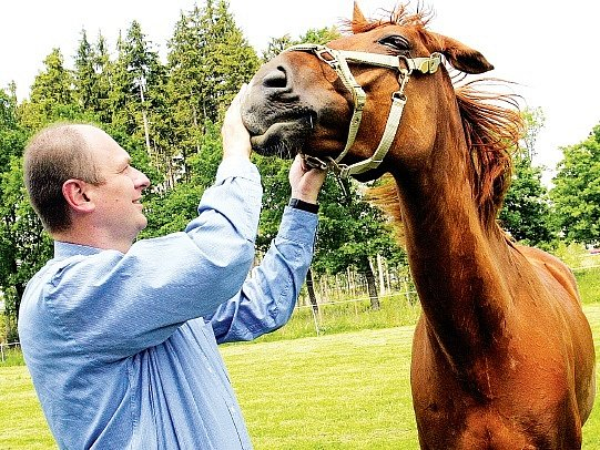 Ministr Petr Gandalovič při své návštěvě severovýchodu republiky zavítal také do jezdeckého klubu Frýdek-Místek.