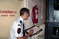 Hasiči kontrolovali v Ostravě, jak se mohou lidé dostat v případě nouze z podzemních prostorů