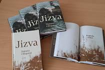 Román Jizva Danuty Chlupové, rodačky zTěšínska, je pro čtenáře příležitostí, jak se ponořit do událostí, které se odehrály vŽivoticích (dnes součást Havířova) během druhé světové války.