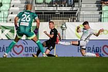 Utkání 1. kola fotbalové Fortuna ligy: MFK Karviná - FC Baník Ostrava, 23. srpna 2020 v Karviné. Jan Juroška z Ostravy a Tomáš Ostrák z Karviné.