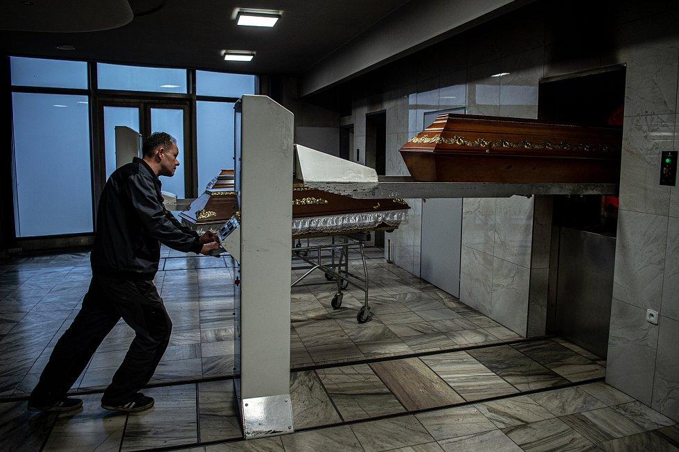 Krematorium Ostrava, 5. ledna 2021 v Ostravě. Jeden ze zaměstnanců krematoria Roman Urbančík.