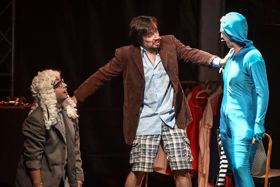 Představení Tří Tygrů (herci: Štěpán Kozub, Robin Ferro, Albert Čuba a Vladimír Polák)  na Colours of Ostrava 2018 v Dolní oblasti Vítkovice.