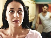 NÁSILÍ. Ženy bývají často terčem  útoků svých přibuzných, s nimiž žijí.