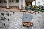 Prostranství mezi přírodovědeckou fakultou a Tylovým sadem prošlo revitalizací. Studenti jej navíc mohou využít i jako netradiční studijní materiál.