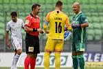 Utkání 1. kola fotbalové Fortuna ligy: MFK Karviná - FC Baník Ostrava, 23. srpna 2020 v Karviné. Brankář Baníku Jan Laštůvka a brankář Karviné Petr Bolek.