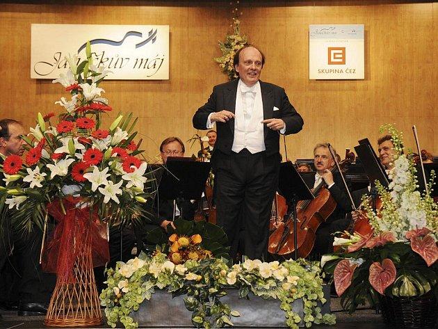 Zdeněk Mácal jako dirigent nadchl s Českou filharmonií.