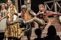 Zahájení Letních shakespearových slavností v Ostravě patřilo představení Mnoho povyku pro nic.