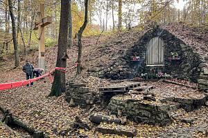 Obnova vodního pramene u kaple ve Starobělských Lurdách v Bělském lese, 5. listopadu 2020 v Ostravě.