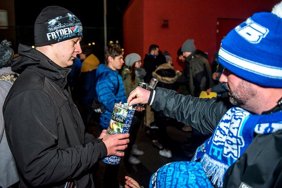 Utkání 20. kola první fotbalové ligy: Baník Ostrava - Sparta Praha, 14. prosince 2019 v Ostravě. Na snímku fanoušci FC Baník Ostrava přispívající na pozůstalé tragického útoku v Ostravské fakultní nemocnici.