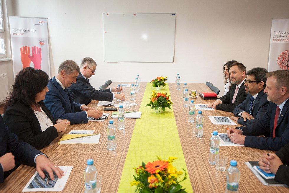 Vláda ČR při návštěvě ArcelorMittalu v Ostravě, 24. duben 2018.
