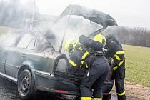Zásah hasičů u požáru octavie v Olbramicích.