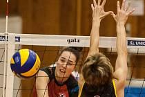 SOUBOJ NA SÍTI s oporou Krasnojarska Marijí Frolovovou (9) doma vyhrála univerzálka Magdalena Zedníková (13), která včera získala pro Ostravu 12 bodů. Její soupeřka jich v odvetě uhrála sedmnáct.