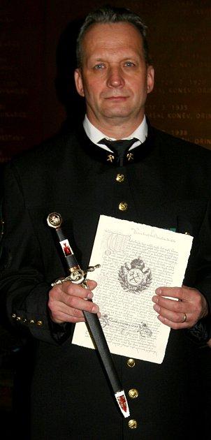 Čestná záchranářská dýka vruce Svatomíra Tošenovského.