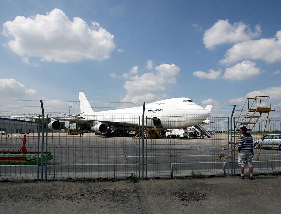 Na letišti v Mošnově se ve středu sešly dva nákladní letouny Boeing 747 zvané Jumbo Jet společnosti Kalitta Air. V minulých dnech byly v Mošnově k vidění obří nákladní Ruslany. Několik hodin dokonce opět hned dva najednou.