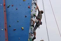 Svou zdatnost mohou lezci rozvíjet na nové umělé stěně v Ostravě-Vítkovicích.