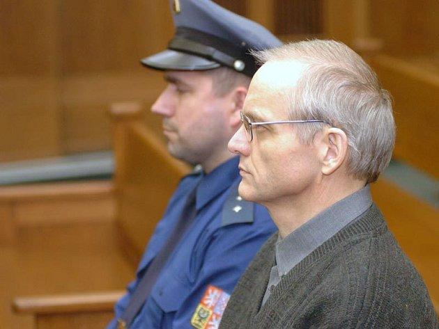 Leopold Charvát před Krajským soudem v Ostravě