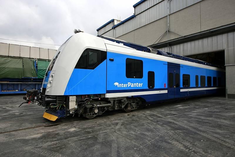 Škoda Vagonka představila novou vlakovou soupravu, kterou by České dráhy chtěly uvést do zkušebního provozu už letos na podzim.
