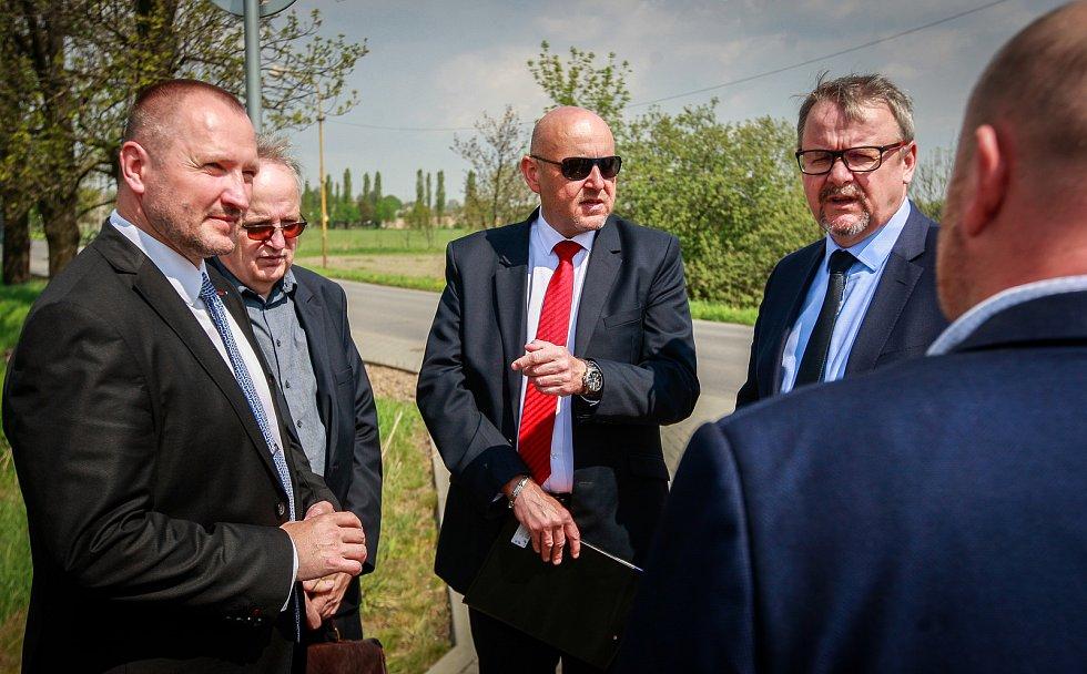 Návštěva Vlády ČR v Moravskoslezském kraji 24. dubna 2018. Ministr Dan Ťok navštívil Studénku na místě železničního přejezdu.