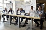 Tisková konference před zářijovou Zlatou tretrou v Ostravě. Snímek z Vítkovic (16. 7. 2020).
